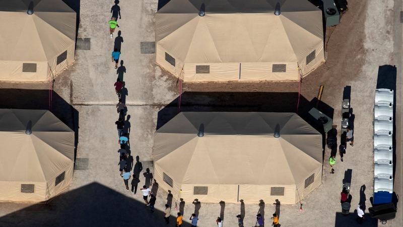 U.S. judge orders migrant families reunited