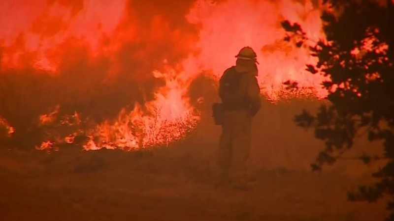 Cali wildfire grows rapidly, threatens residents