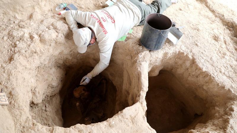Incan burial site found in Peru's desert valley