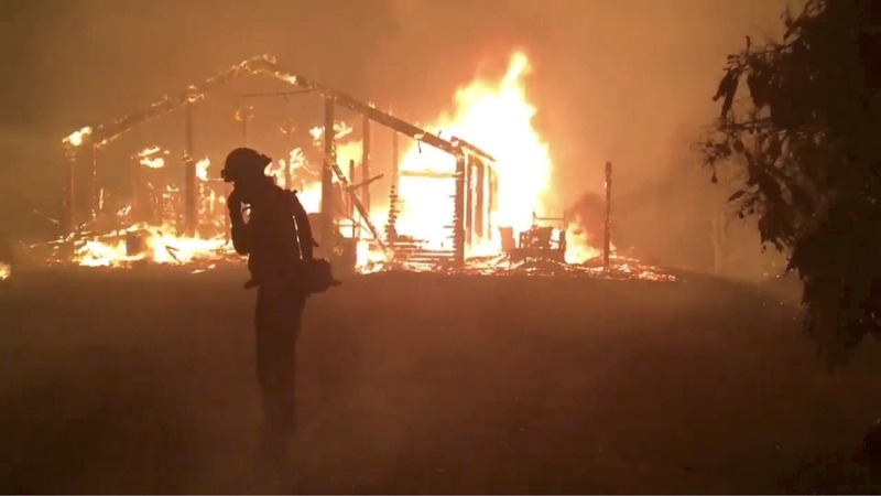 Thousands flee new California wildfire