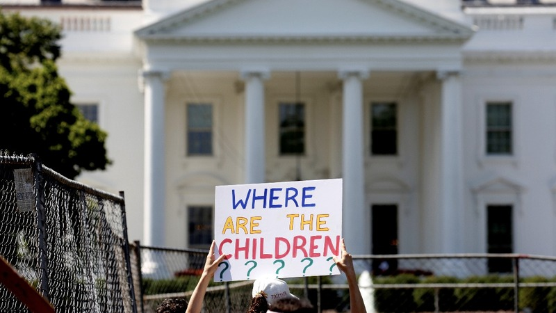 Deadline looms for U.S. to reunite kids under 5