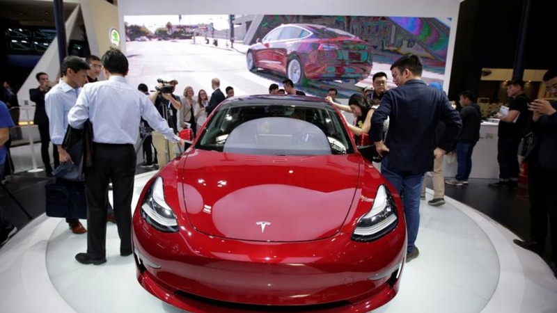 Tesla ups China car prices for tariffs-Report
