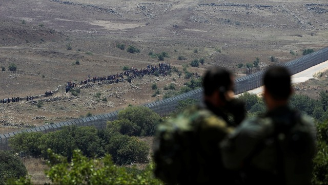Israel warns Syrian refugees away from frontier