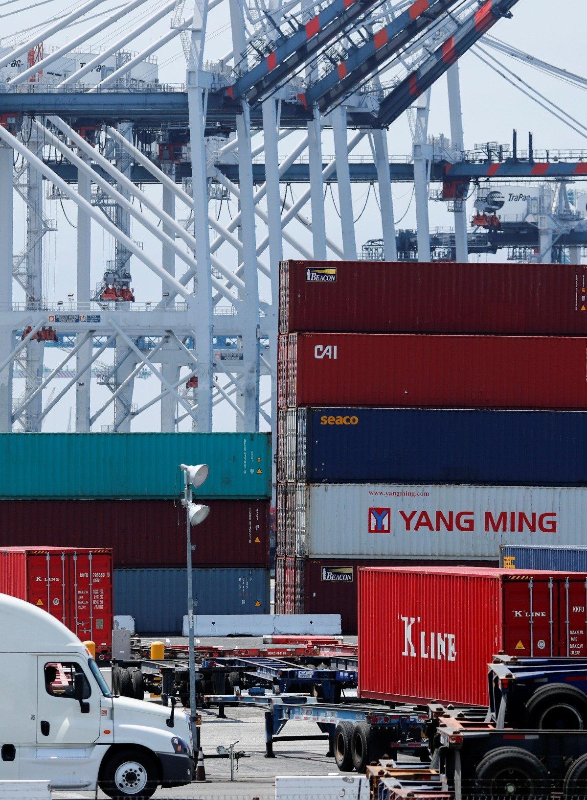 Amazon, GM, Alcoa lobby to head off tariffs - Reuters TV