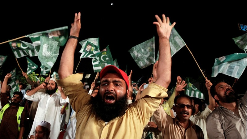 Islamists push religion to fore in Pakistan poll