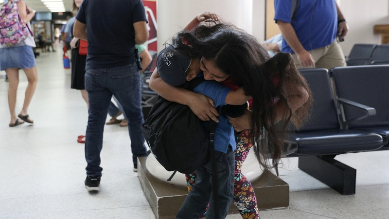 U.S. races to meet deadline to reunite families
