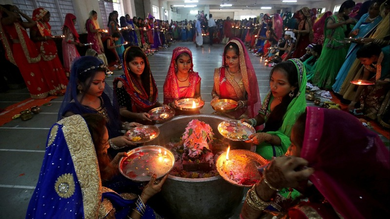 INSIGHT: Hindus throng temples across India