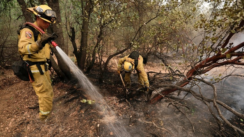 Hopes high for calm winds in deadly CA blaze