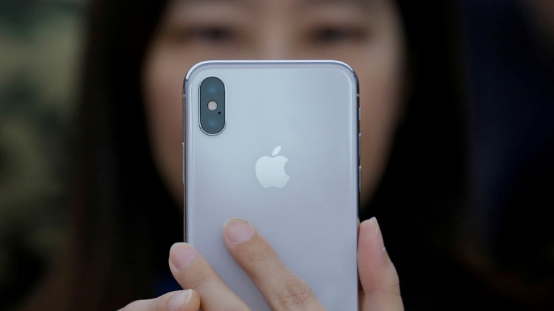 Pricey iPhones lead Apple to forecast-beating quarter