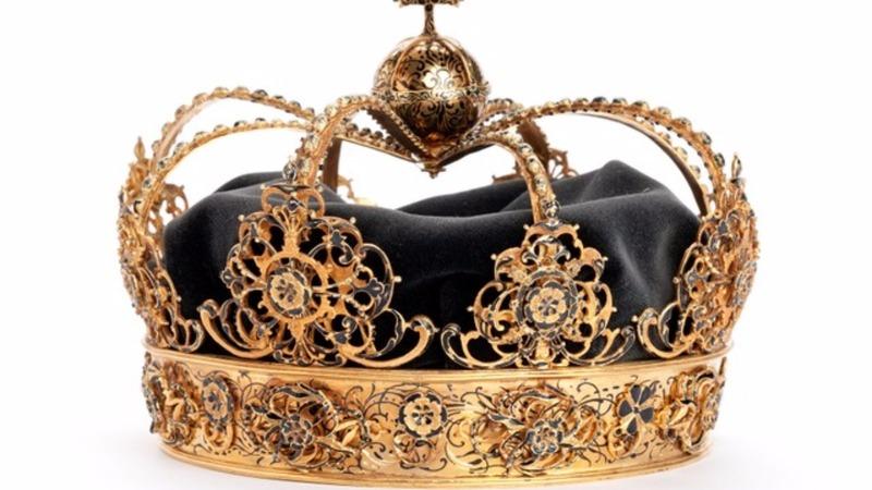 Swedish royal crowns stolen in speedboat heist