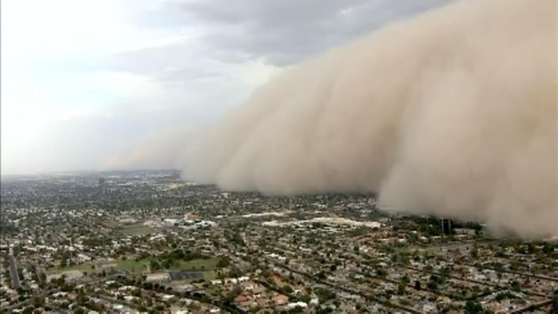 Massive dust storm rolls over Phoenix