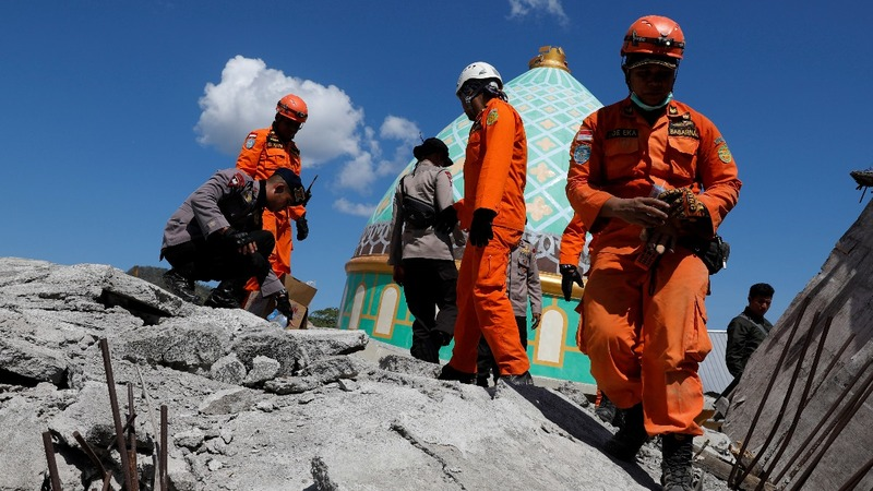 More than 100 dead in Indonesia quake