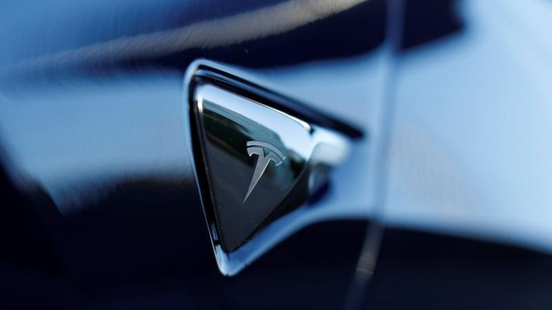 Doubts mount over plans to take Tesla private