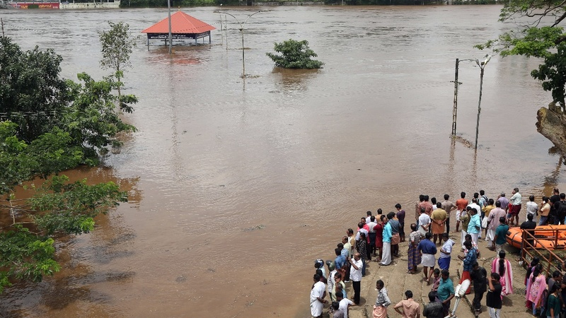 Salvation rituals amid Indian floods