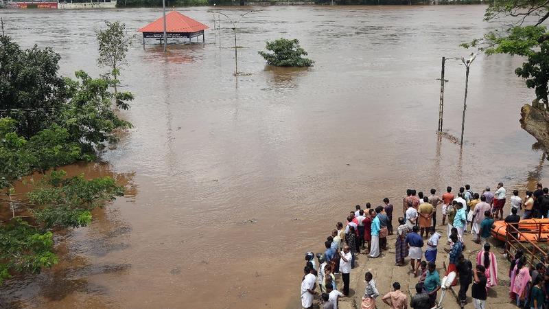 Salvation rituals amid Indian floods