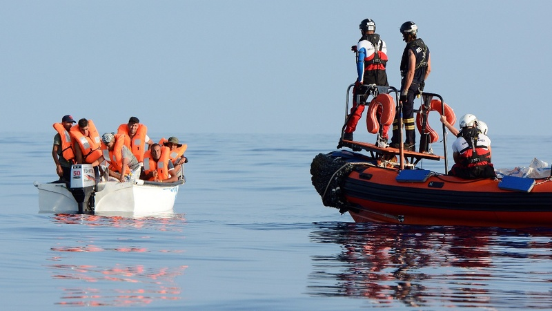 Migrant boat turns down Aquarius rescue attempt