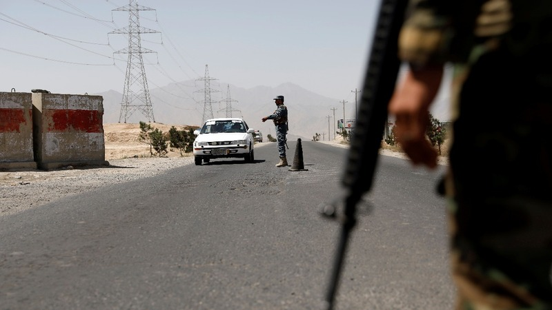 Afghan forces struggle with Taliban for key city