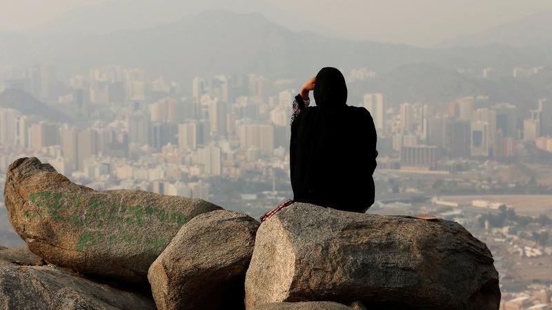 INSIGHT: Haj pilgrims scale Mecca mountain