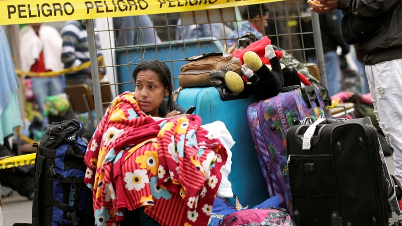Ecuador passport rule halts Venezuelan migrants