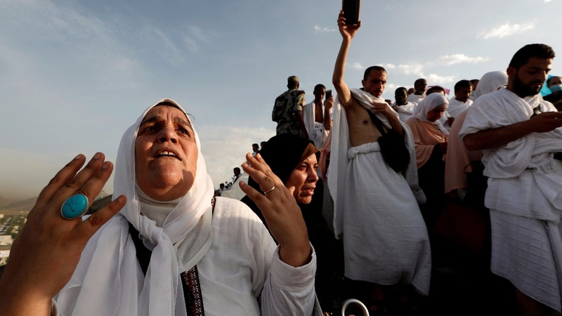 INSIGHT: Pilgrims gather at Arafat for haj climax