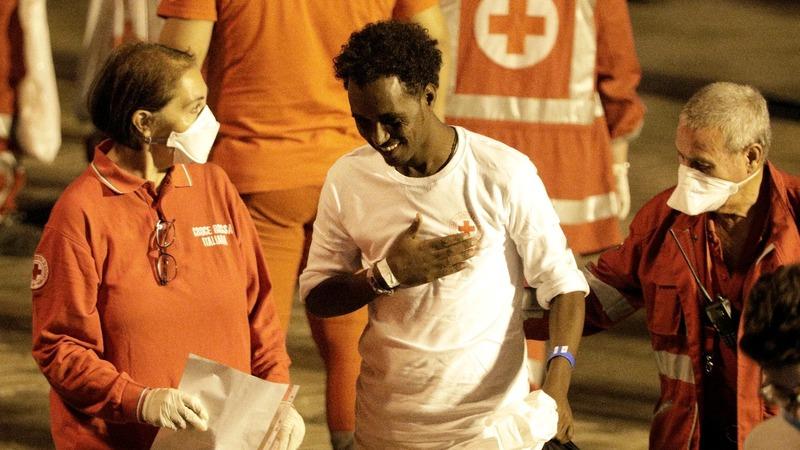 Rescue ship finally disembarks in Sicily