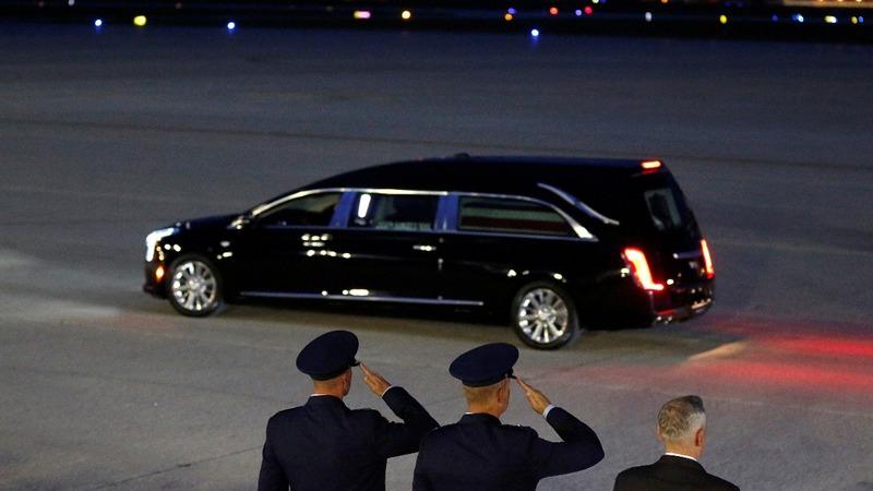McCain crosses aisle in final farewells