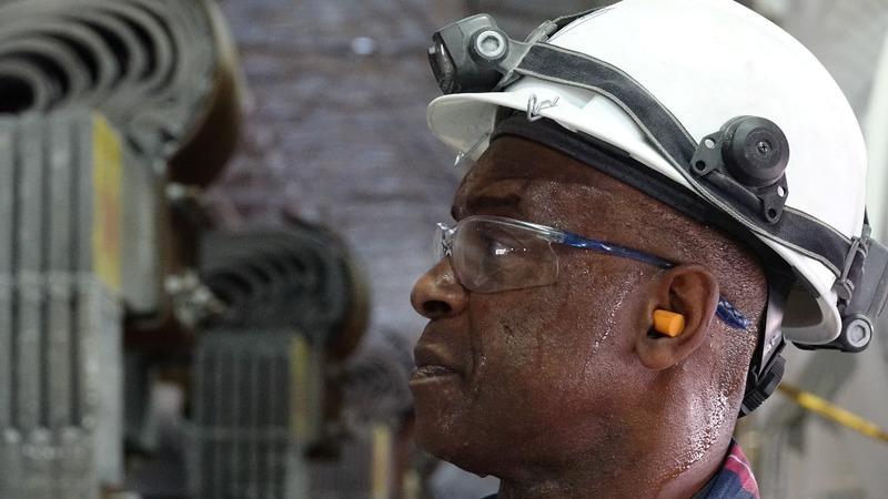 Annual U.S. wage growth hits nine-year high