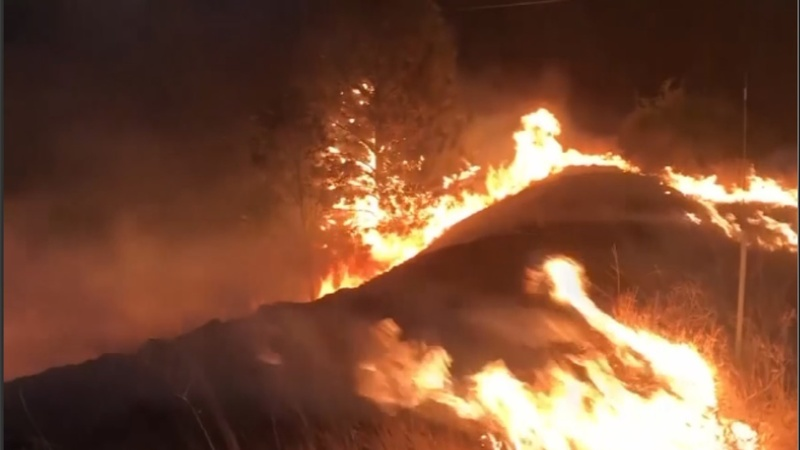 Hundreds ordered to flee California wildfires