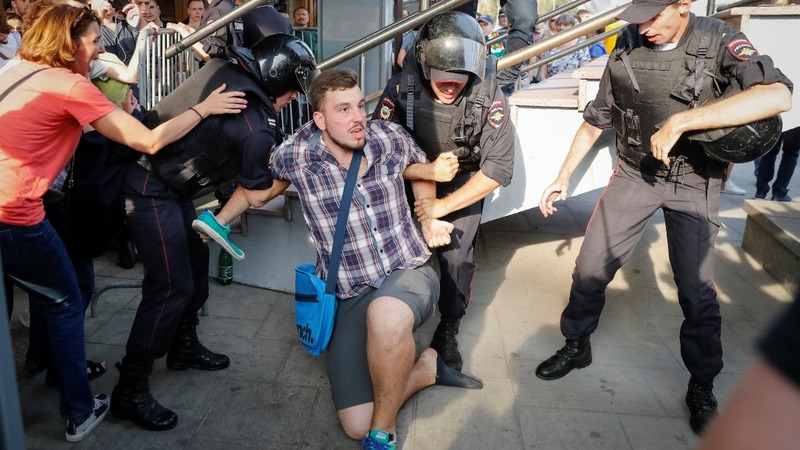 Hundreds detained in Russian pension protests