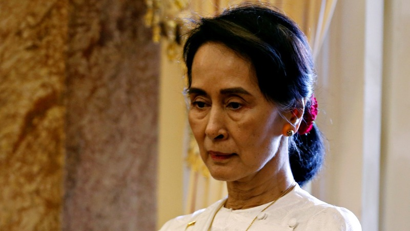 Suu Kyi defends verdict against Reuters reporters