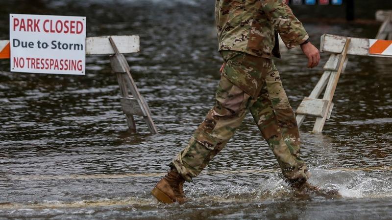 Florence batters Carolinas ahead of landfall