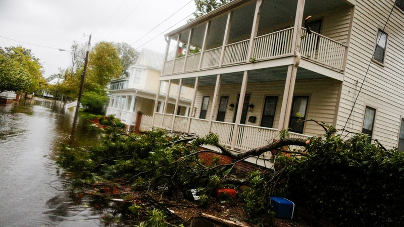 Relentless Florence pummels the Carolina coast