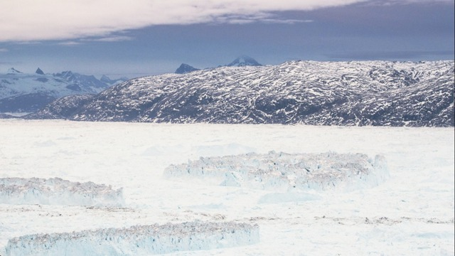 Rarely seen: Greenland glacier calves (footage sped up by 1600 percent)