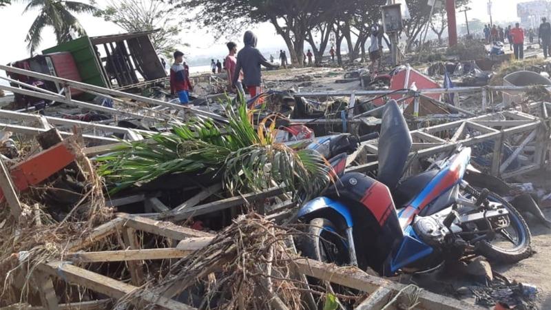 Major Indonesia quake, tsunami kills hundreds