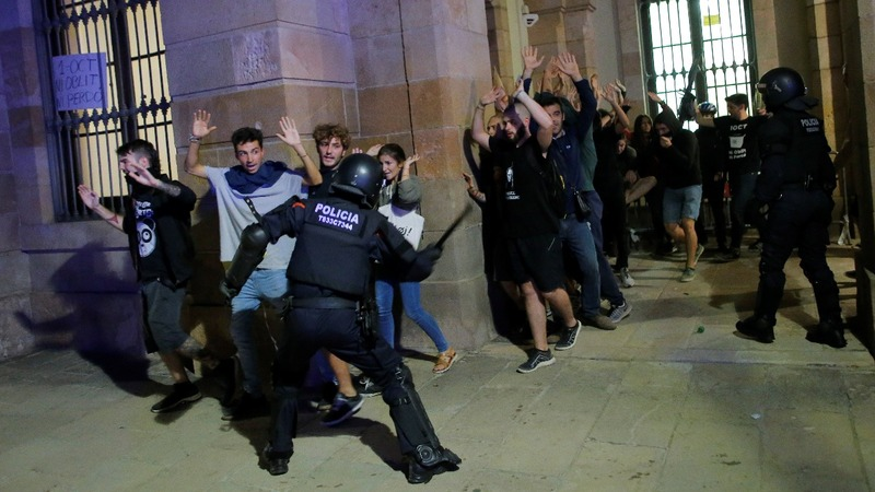 Clashes in Barcelona over Catalan independence