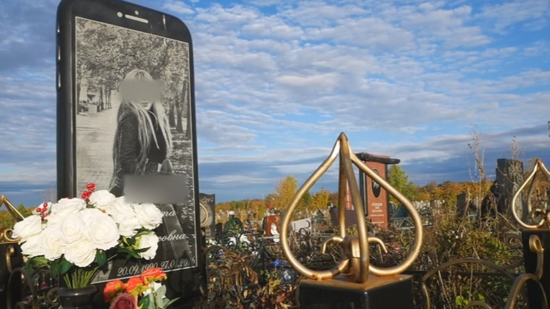 INSIGHT: Russian woman given iPhone gravestone