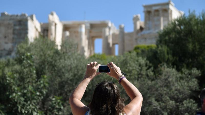Strikes over privatization closes Acropolis