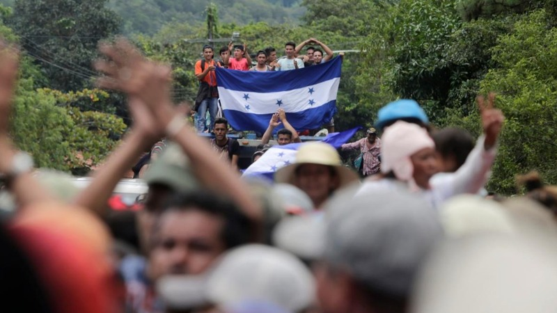 Trump warns Honduras over migrant caravan