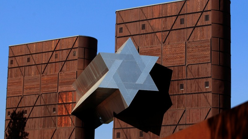 Hungary's new Holocaust museum divides Jews