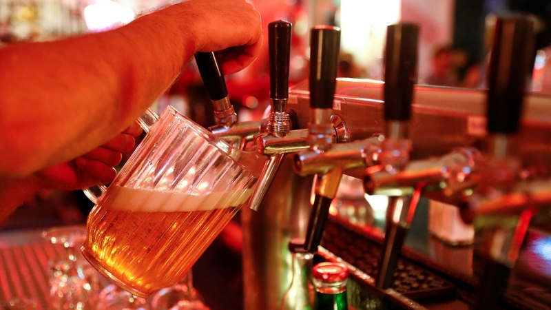 Americans lose their taste for Budweiser