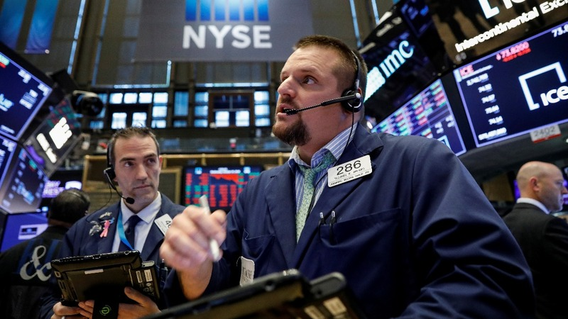 Global stocks plummet on earnings growth concerns