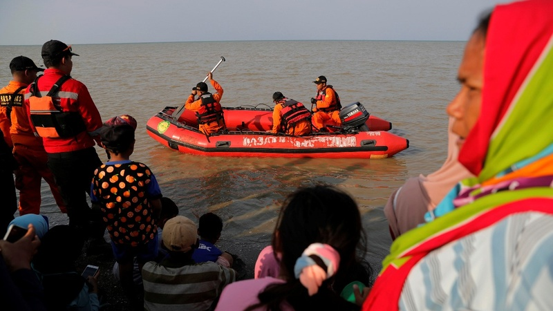 Indonesian plane crashes, sinks with 189 aboard