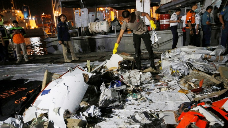 Bodies recovered after Indonesia plane crash