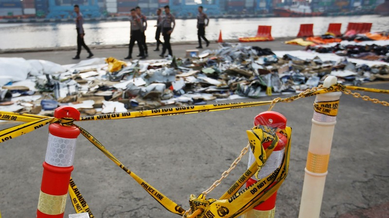 Divers say they have black box from crashed jet