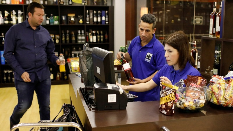 Well-stocked Venezuelan stores attract clients with $$$
