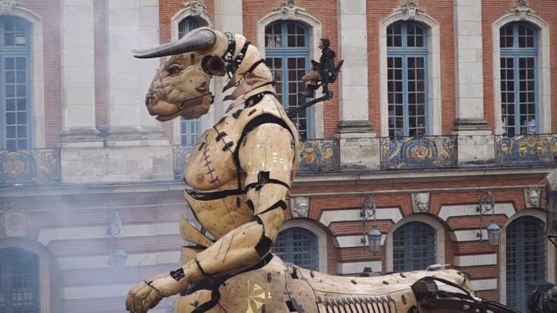 INSIGHT: Giant mechanical creatures delight in France