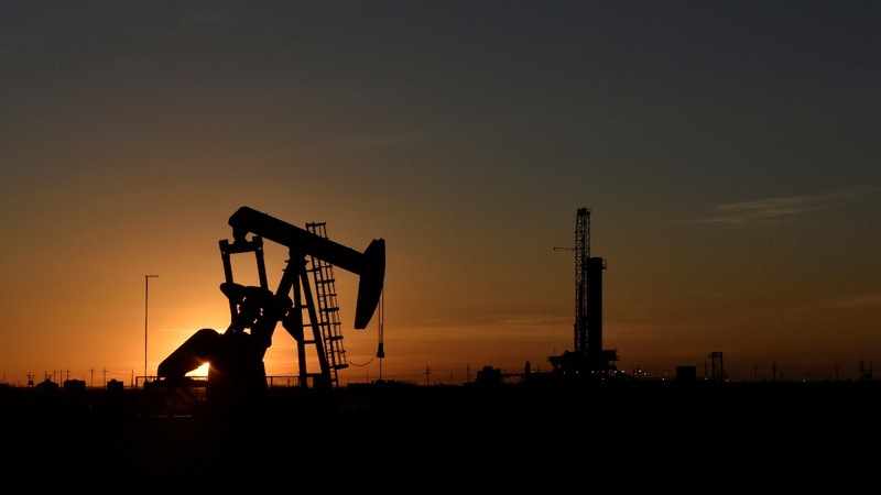 Oil prices plummet on fears of weak global demand