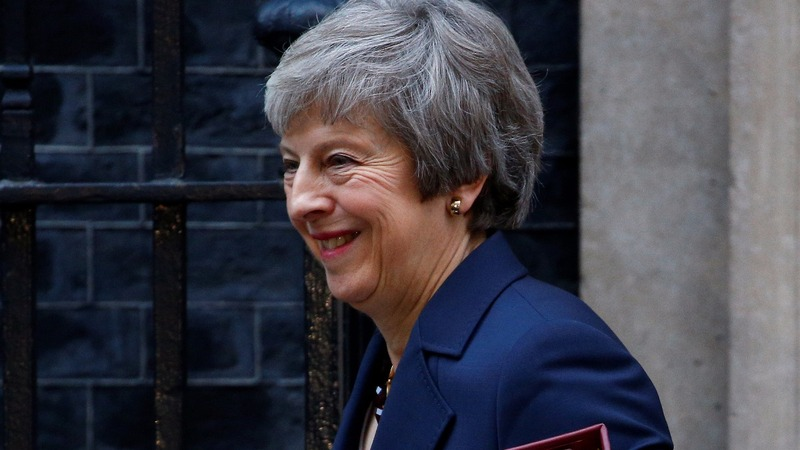 Cabinet backs PM May's Brexit plan