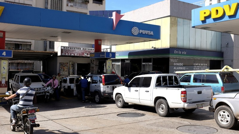 Fuel shortages plague Venezuela as oil industry unravels