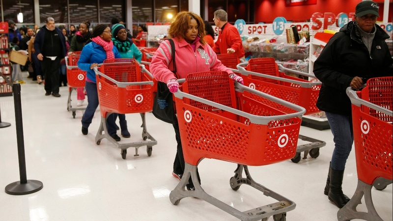 Retail worries contribute to Dow's 551-point drop